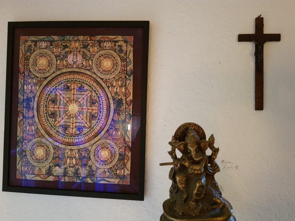 Jesus på korset, Shiva som elefant og buddistisk Mandala